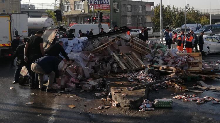 Başakşehir'de kamyonet ortalığı birbirine kattı