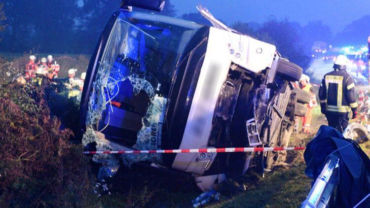 Hamburg'da feci kaza: 7'si ağır, 13 yaralı