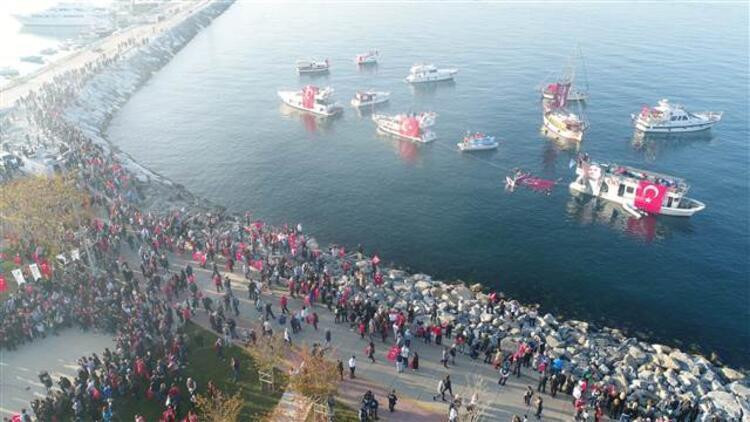 Kadıköy'de 6.5 kilometrelik 'Ata'ya Saygı Zinciri'