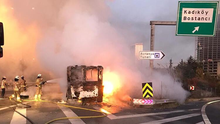 TEM'de otobüs yandı