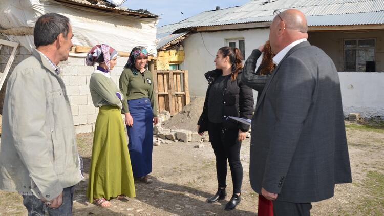 Öğretmenler 15 kız öğrenciyi okullu yaptı