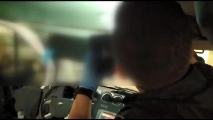 Otomobilin tavanından 5 bin uyuşturucu hap çıktı