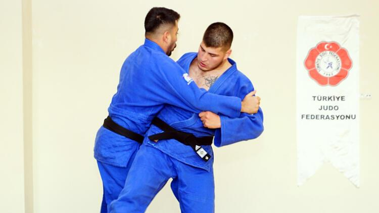 Boş zamanını geçirmek için başladığı judo sporunda Avrupa üçüncüsü oldu
