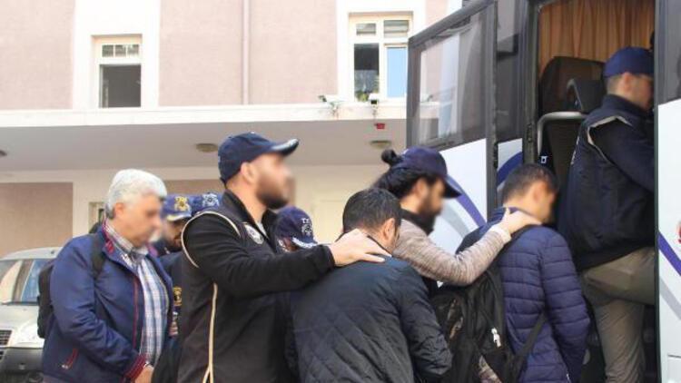 İzmir merkezli FETÖ operasyonunda 17 şüpheli adliyede