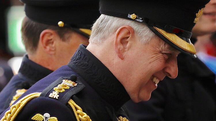 Prens Andrew cinsel istismar iddialarının ardından kraliyet görevlerini bıraktı