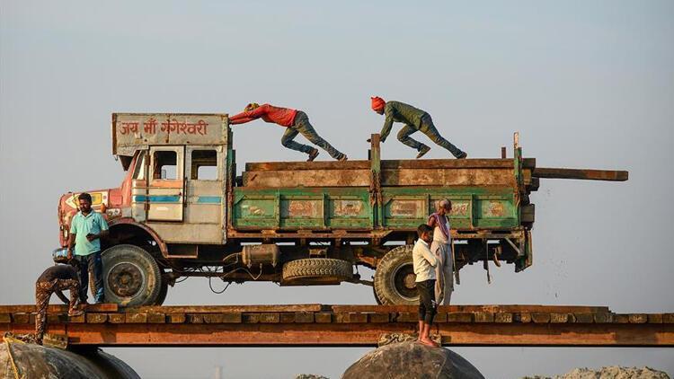Hindistan'da Maocu isyancılar iş makinelerini hedef alıyor