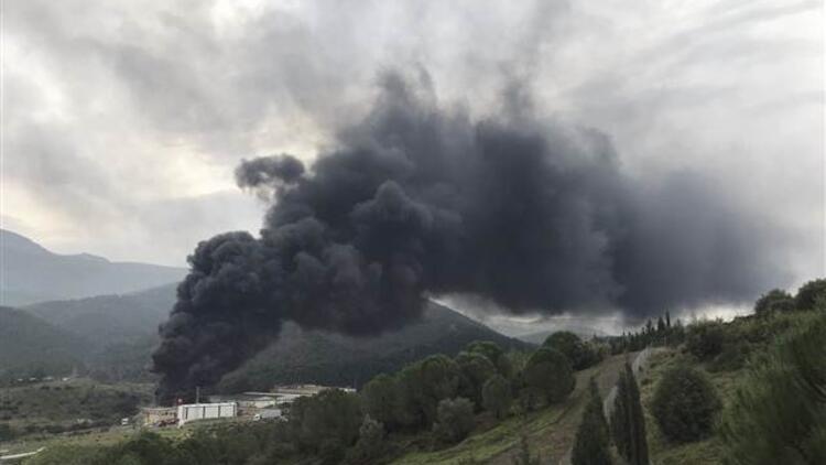 Son dakika... İzmir'de plastik geri dönüşüm deposunda yangın