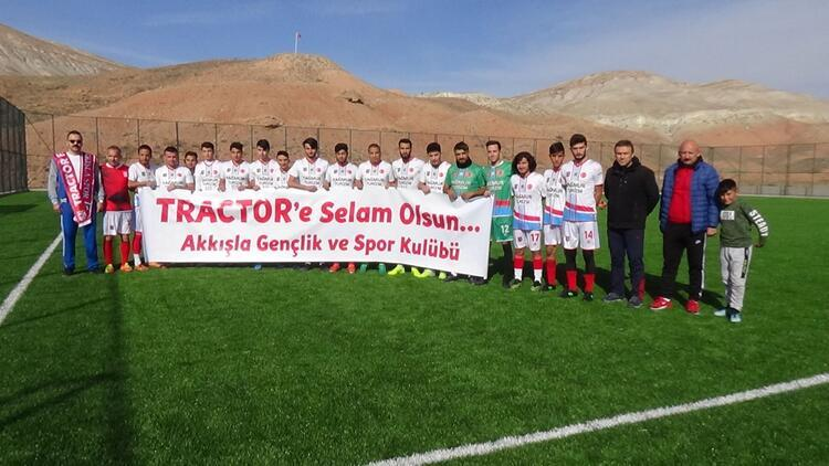 Mustafa Denizli'nin çalıştırdığı takıma, Kayseri'den dostluk selamı