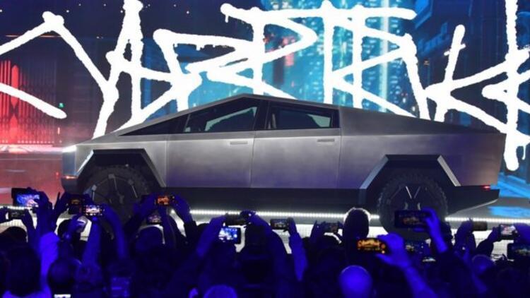 Tesla Cybertruck tanıtıldı, camı kırılmasına rağmen 200 bin sipariş aldı