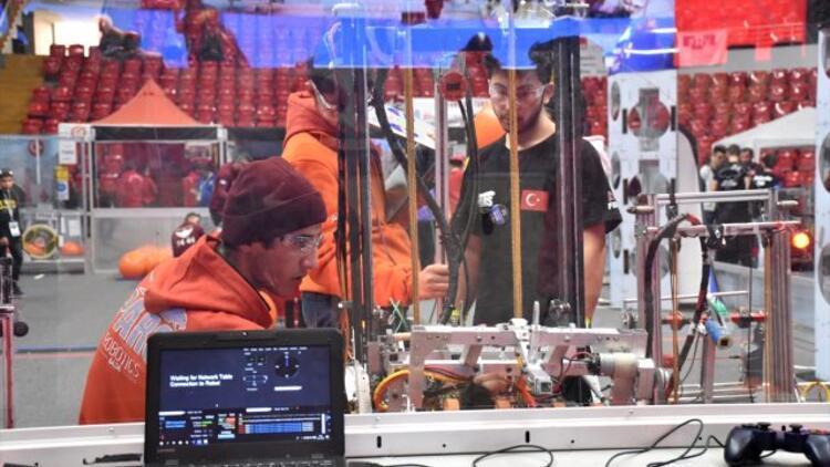 Liseli gençlerin yarıştığı robot turnuvası sona erdi