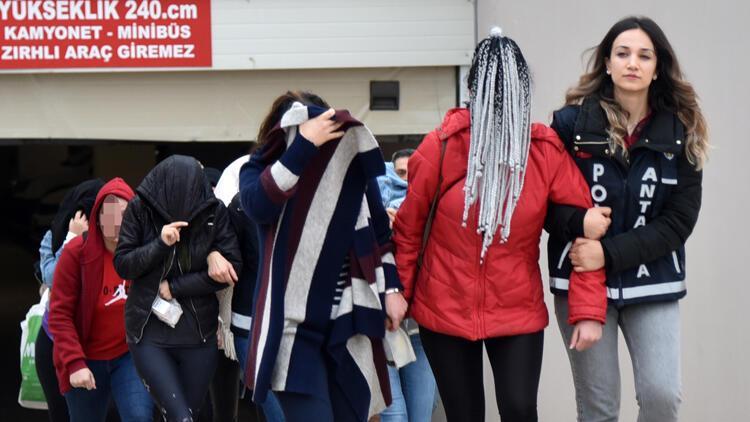 Antalya'da 'jigolo çetesi'ne 9 tutuklama