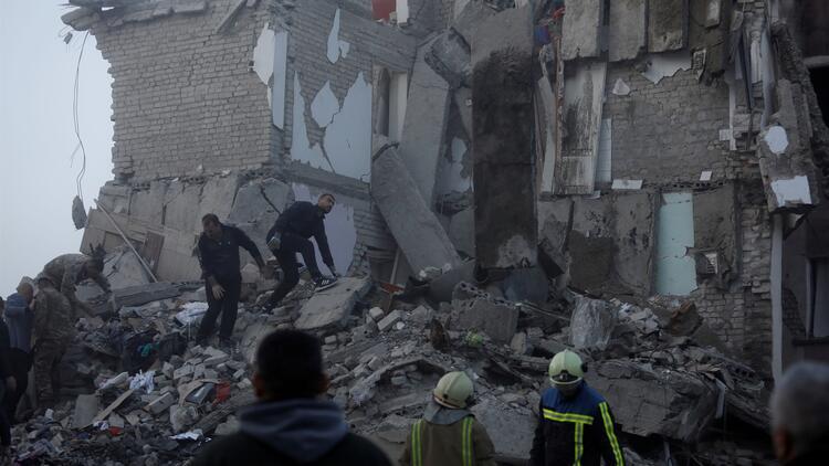 Tiran Büyükelçisi Yörük: Çöken otelde kalan vatandaşlarımızın durumu iyi