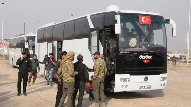Akçakale Sınır Kapısı'ndan geçen 250 Suriyeli, Tel Abyad'a döndü