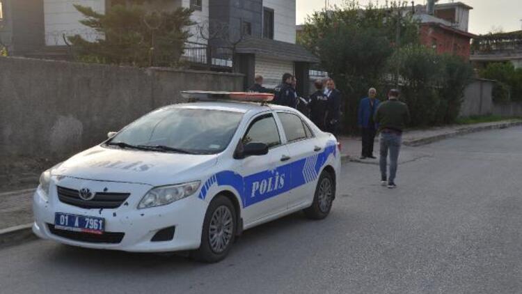Adana'da dehşet! Sokakta yürürken bıçaklanan kadının durumu ağır