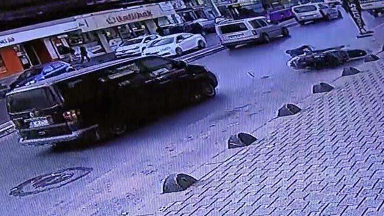 Feci kaza... Motosikletli metrelerce sürüklendi