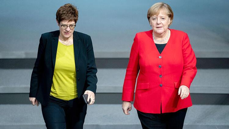 Merkel: 'Bize ne oluyor böyle?'