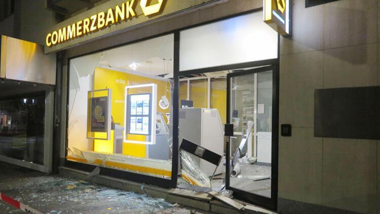 ATM'yi havaya uçurdular