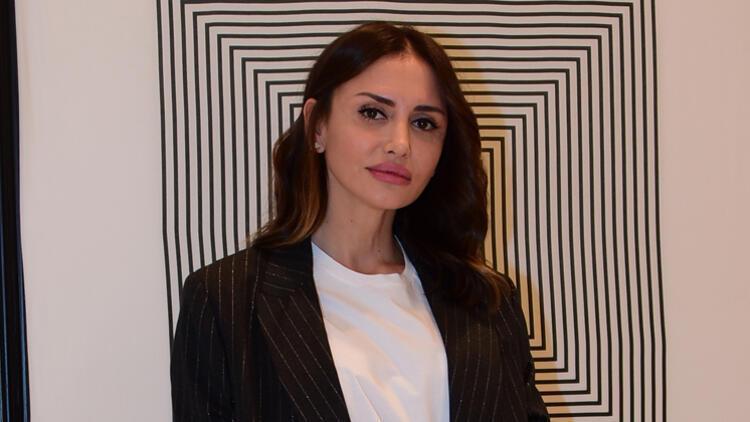 Emina Jahovic o soruları duymamazlıktan geldi