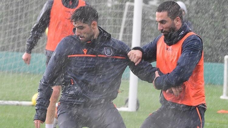 Başakşehir'de Antalyaspor hazırlıkları başladı! Yoğun yağmur altında...