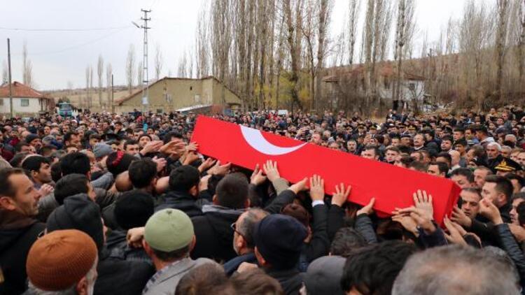 Şehit Jandarma Astsubay Çavuş Bünyamin Duymaz son yolculuğuna uğurlandı