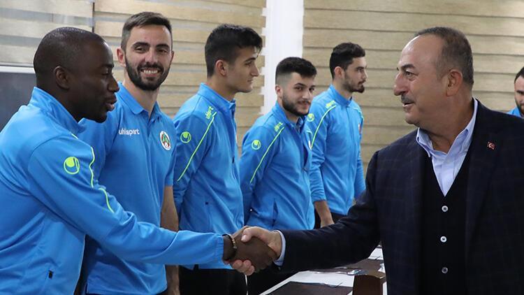 Mevlüt Çavuşoğlu: Cumhurbaşkanımız Erol hocayı seviyor