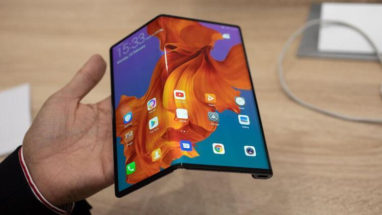 Huawei Mate X'i satın alan kullanıcılar telefonlarından memnun