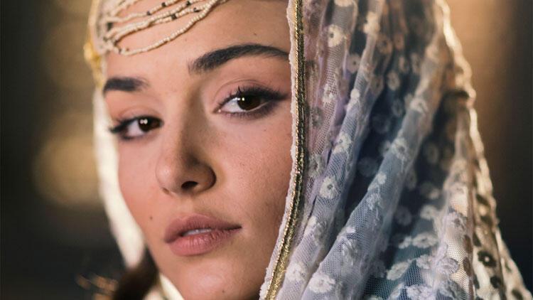 Hande Erçel, ilk sinema filminin heyecanını yaşıyor