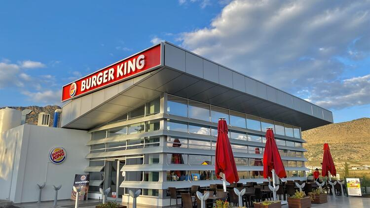 ABD'li fast-food devi KKTC'de Rum ambargosunu deldi