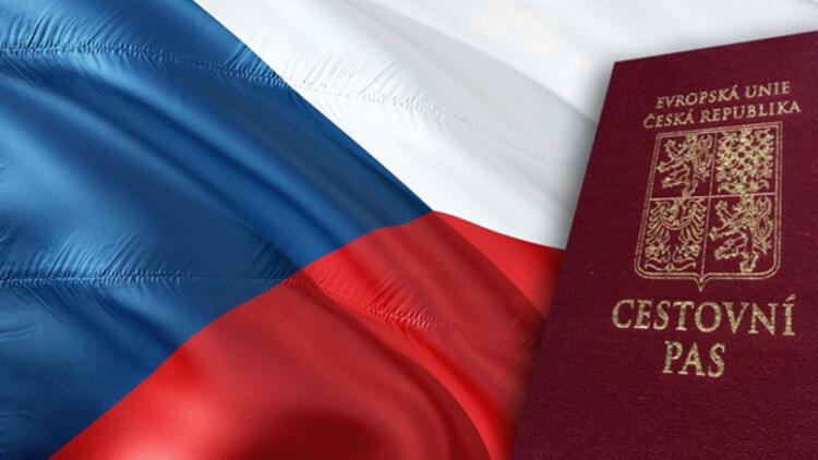 Kundera 40 yıl sonra yeniden Çek vatandaşı