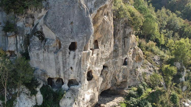Tarihi İnceğiz Mağaraları çöp yığınına döndü