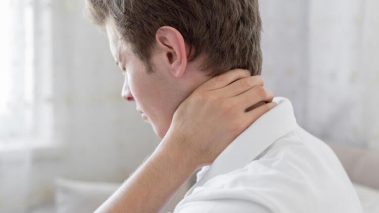 Boyun fıtığına ne iyi gelir ve nasıl geçer? Boyun fıtığı neden olur? Evde boyun fıtığı ağrısına iyi gelen doğal ve bitkisel çözümler