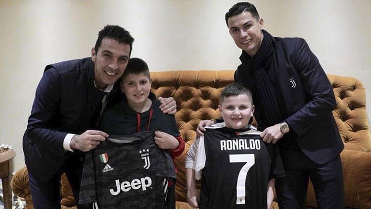 Ronaldo ve Buffon'dan Arnavut çocuklara anlamlı sürpriz