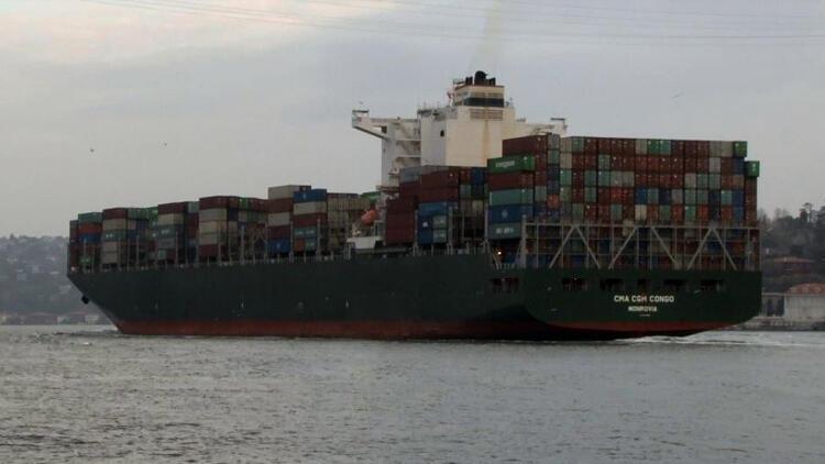 Dünyanın en büyük kargo gemisi İstanbul Boğazı'ndan geçti
