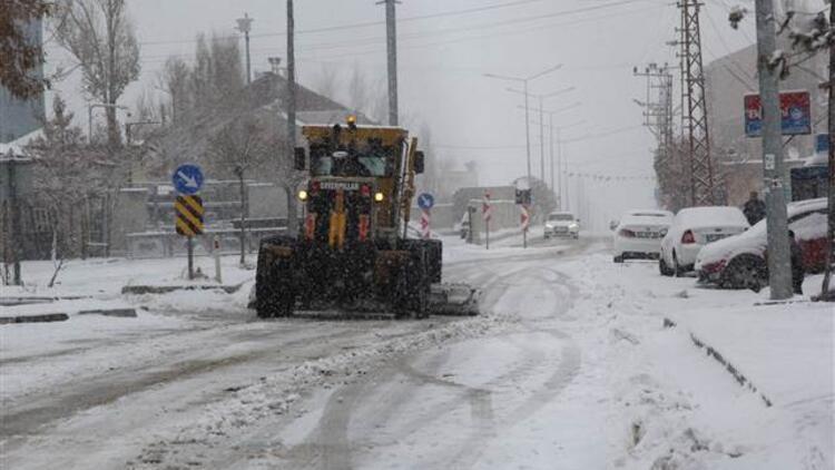 Van'da kar nedeniyle 33 yerleşim yerine ulaşım kapandı