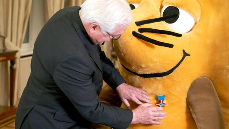 Steinmeier'den 'fare'ye liyakat nişanı
