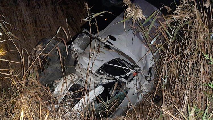 Kamyonet şarampole yuvarlandı; sürücü ağır yaralı