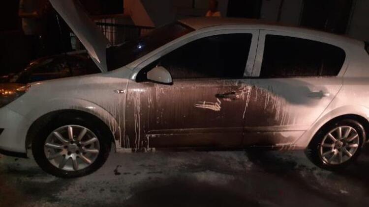 Alev alan tenekeyi balkondan attı, otomobil yandı