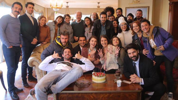 Burcu Özberk yeni yaşını sette kutladı...