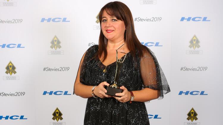 Stevie Awards'dan 3 ödülle döndü