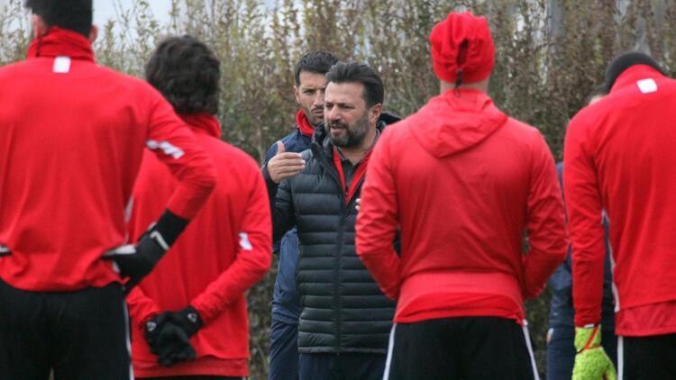 """Bülent Uygun: """"Altyapıdan 12, profesyonel takımdan da 4 oyuncumla idmanımı yapıyorum"""""""