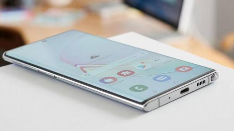 Samsung'un Türkiye'ye yeni telefon sevkiyatını durdurduğu iddia edildi