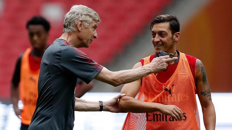 Arsene Wenger'den Mesut Özil'e 'ifade özgürlüğü' desteği