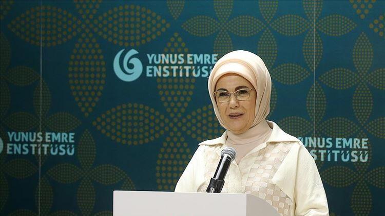 Emine Erdoğan Malezyada YEE Türk Kültür Merkezini açtı