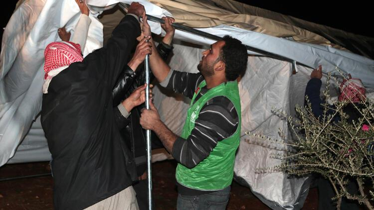 İdlib'in güneyinden göç edenler için çadır kuruluyor