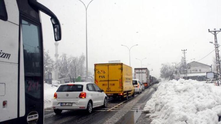Kahramanmaraş'ta kar yağışı ulaşımı aksatıyor