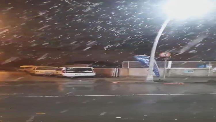 Sultangazi'de lapa lapa kar