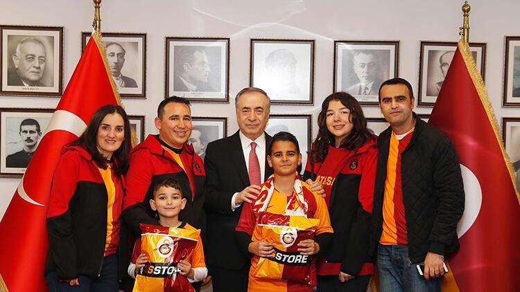 Galatasaraylı minik taraftar, Mustafa Cengiz'le bir araya geldi