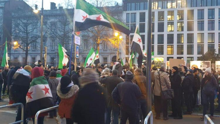 Amsterdam ve Brüksel'de İdlib gösterisi