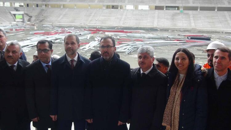 Bakan Kasapoğlu'ndan Hatay Stadyumu inşaatında inceleme