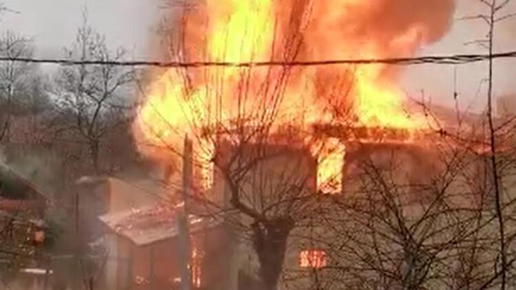Bursa'da 2 katlı ev, alev alev yandı